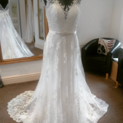 Sheer Lace Appliqués A-line Weddin..