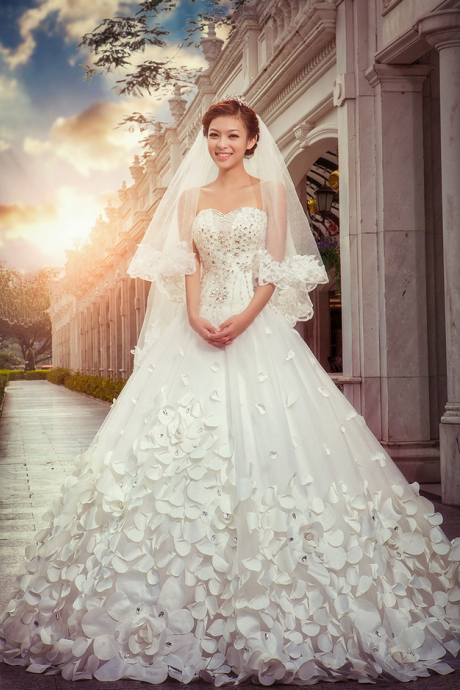 Amazing Wedding Dress Sweetheart with Rhinestones Beads Tulle Wedding Dresses Bridal