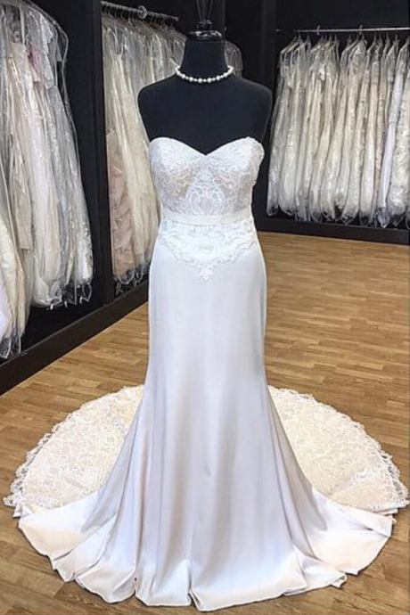 Strapless Sweetheart Lace Appliqués Mermaid Wedding Dress Featuring Lace Train