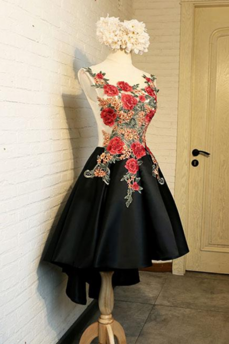 Floral Black Round Neck Lace Applique Short Prom Homecoming Dress