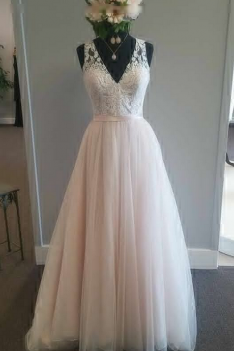 Vintage Long Tulle Wedding Gown Featuring Lace Plunge V Bodice A-Line V-Neck Bridal Gowns