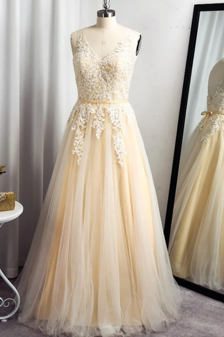 A-Line/Princess Tulle Applique Sleeveless Floor-Length Straps Dresses