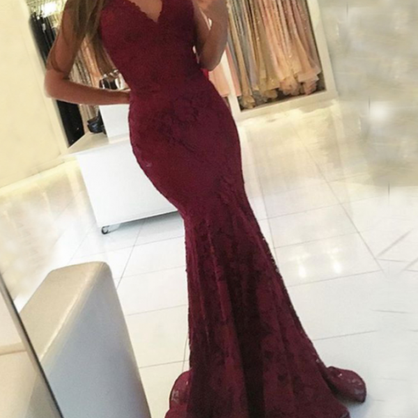 Sleeveless Mermaid Newest Lace Sweep-Train V-neck Prom Dress