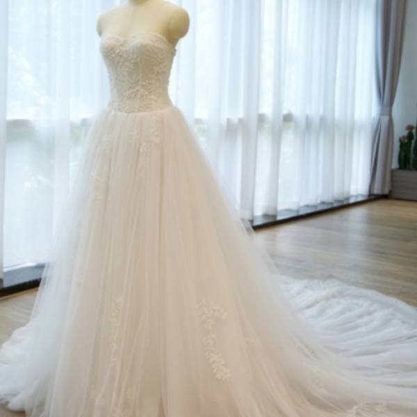Strapless -Up Appliques A Line Chapel Train Wedding Dresses