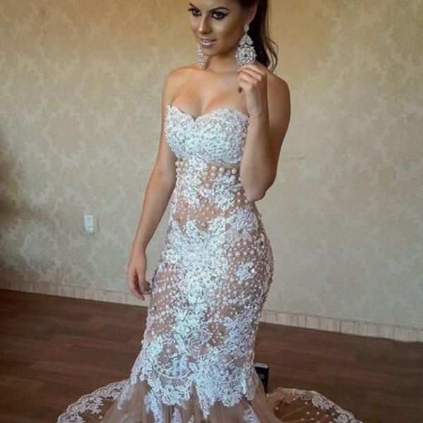 Mermaid Tulle Champagne Wedding Dresses Strapless Sleeveless Lace Appliques Gorgeous Bridal Gowns